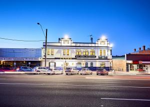 LILYDALE Crown Hotel 0 80